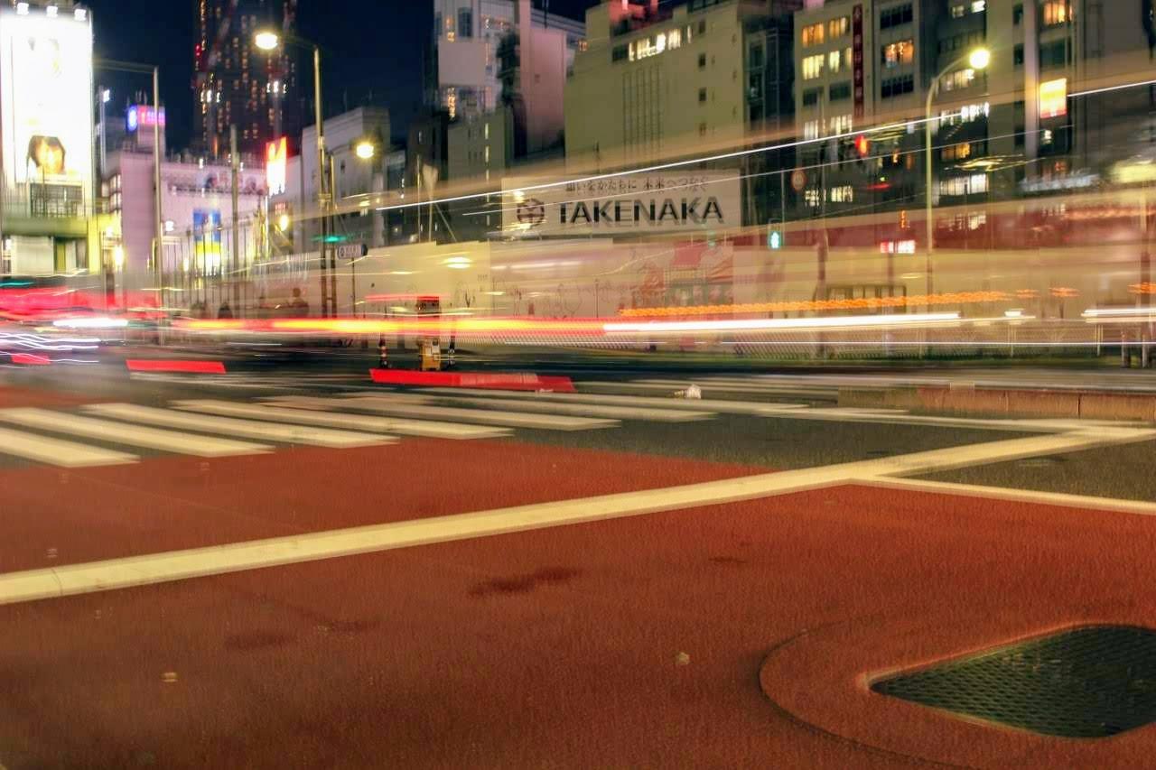一眼カメラでシャッタースピードを遅くして、夜に車の明かりを撮影:SHUN ONLINE