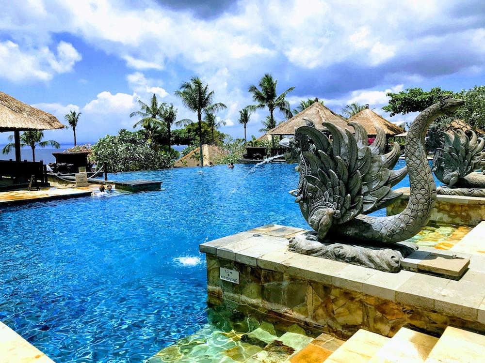 バリ島のラグジュアリーホテル「AYANA Resort and Spa(アヤナリゾートアンドスパ)」にある「インフィニティ・プール」