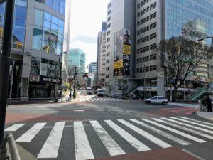 渋谷・宮下公園の通りから美竹通りへと続く緩やかな坂道(2019年3月22日)