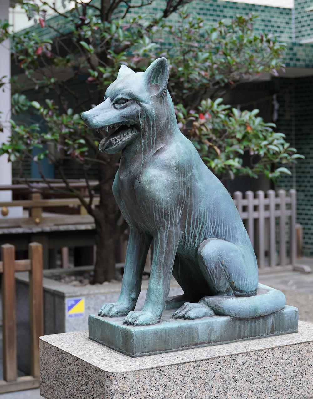 宮益御嶽神社の日本狼による狛犬(2019年11月2日)(C)SHUN ONLINE