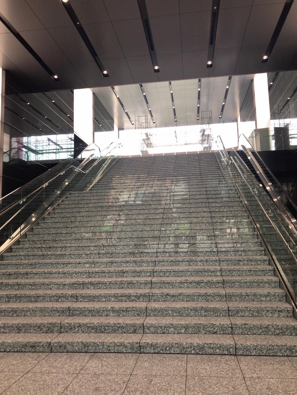 エイベックス株式会社 新社屋(avex)エントランス階段
