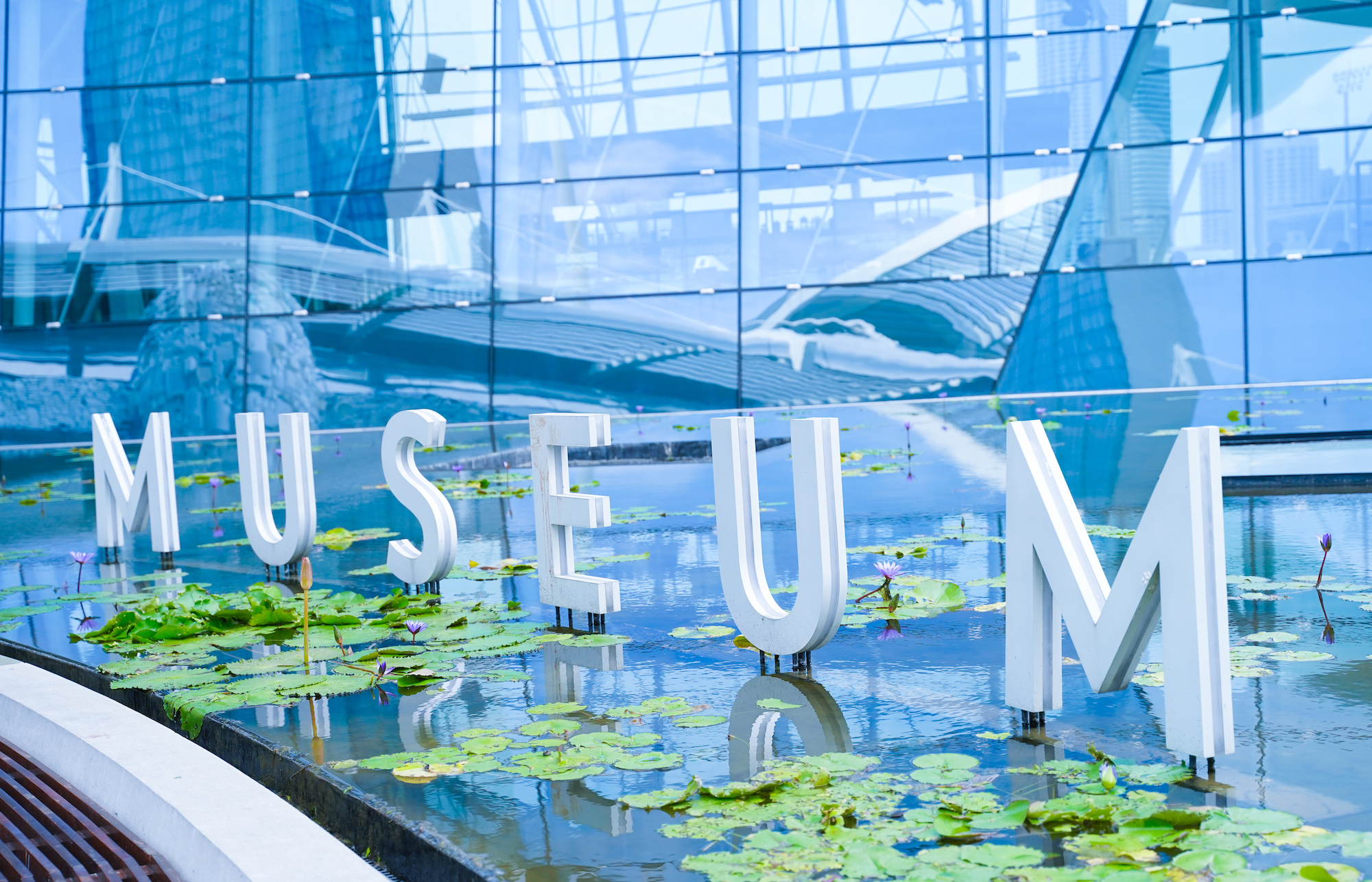シンガポールのマリーナベイサンズ横のマリーナ湾にあるMUSEUM/2019年12月1日:撮影:SHUN ONLINE