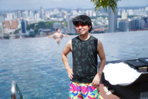 SHUN ONLINE(樺澤俊悟)/2019年11月30日、シンガポールのマリーナベイ・サンズ屋上 インフィニティープールにて