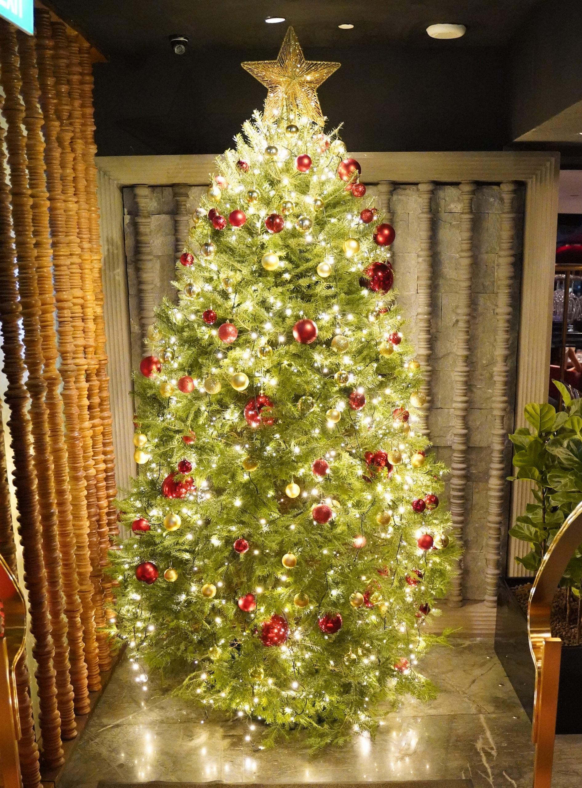シンガポールのマリーナベイ・サンズの屋上にあるレストラン「セ・ラ・ヴィ」に飾られていたクリスマスツリー/2019年11月29日:撮影:SHUN ONLINE