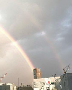 虹(ダブルレインボー)/2020年5月28日、東京渋谷にて。撮影:SHUN