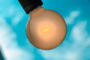 電球と青空/2020年10月6日/photo by SHUN
