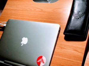Macbook & Armaniの財布