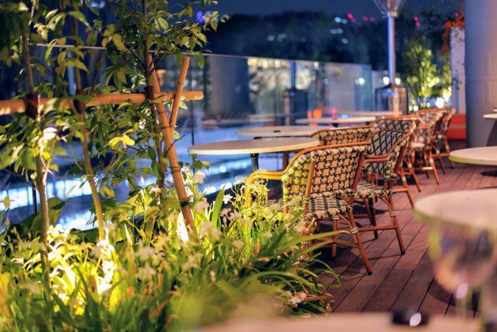 CAFE AUX BACCHANALESのテラス席20210328-1