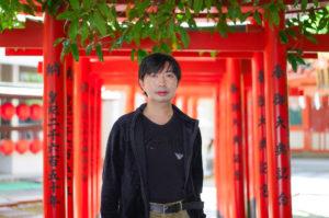 SHUN(樺澤俊悟): 2021年5月1日、東京都渋谷の豊栄稲荷神社にて/SONY α7ⅲ. lens: ZEISS FE 55mm F1.8 35mm/撮影:SHUN