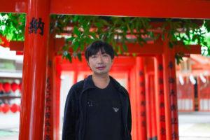 SHUN: 2021年5月1日、東京都渋谷の豊栄稲荷神社にて/SONY α7ⅲ. lens: ZEISS FE 55mm F1.8 35mm/撮影:SHUN