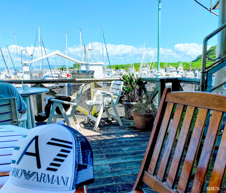 MARINA Restaurant CLIPPER(マリーナレストラン・クリッパー)のテラス席にて、ヨットハーバーを眺めながら。(2021.07.17) PHOTO: SHUN