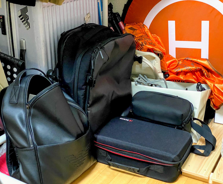 私のバッグ(大中小)、そして、ドローンバッグ&ヘリポート。日常使い甩のバッグは、アルマーニのイーグルマーク入。