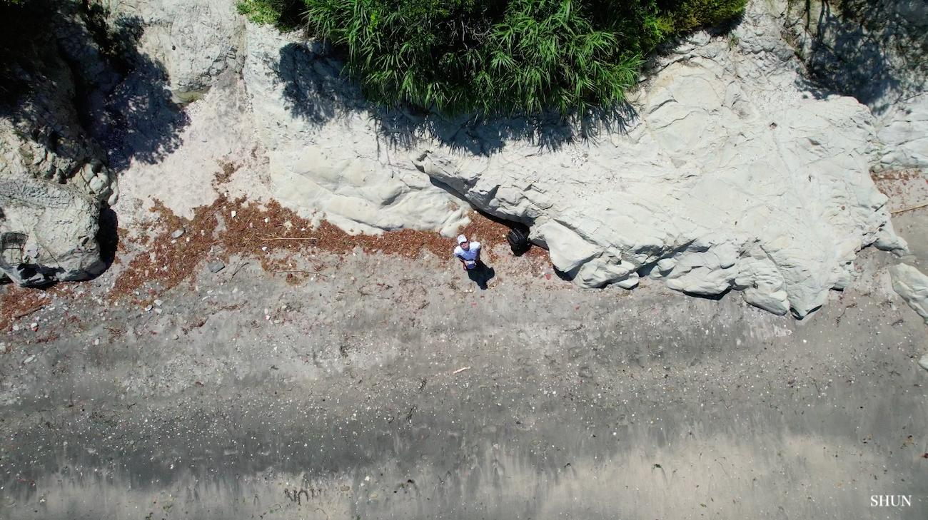 燈明堂海岸にて、DRONE DJI AIR2Sのクイックショット「ロケット」で撮影(2021.07.17) PHOTO: SHUN