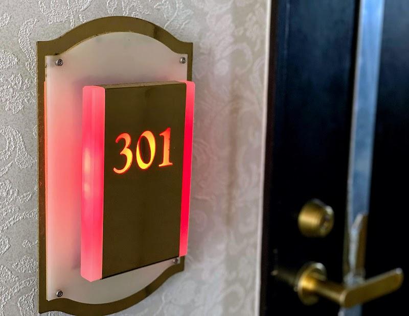 301号室入り口 HOTEL