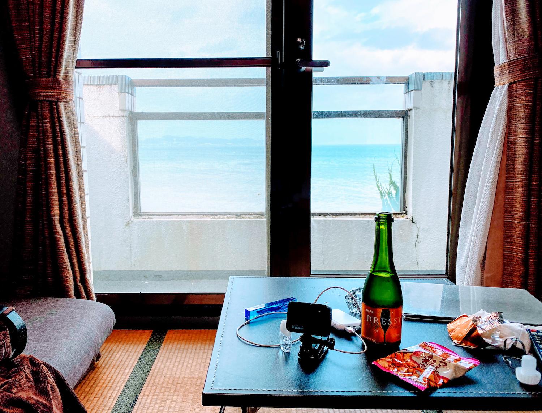 Sparkling Wine in ホテルサーフサイドの部屋