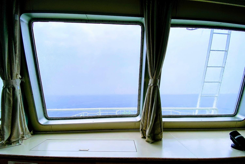 かなや丸(東京湾フェリー)2階の最前列ど真ん中の座席からの光景