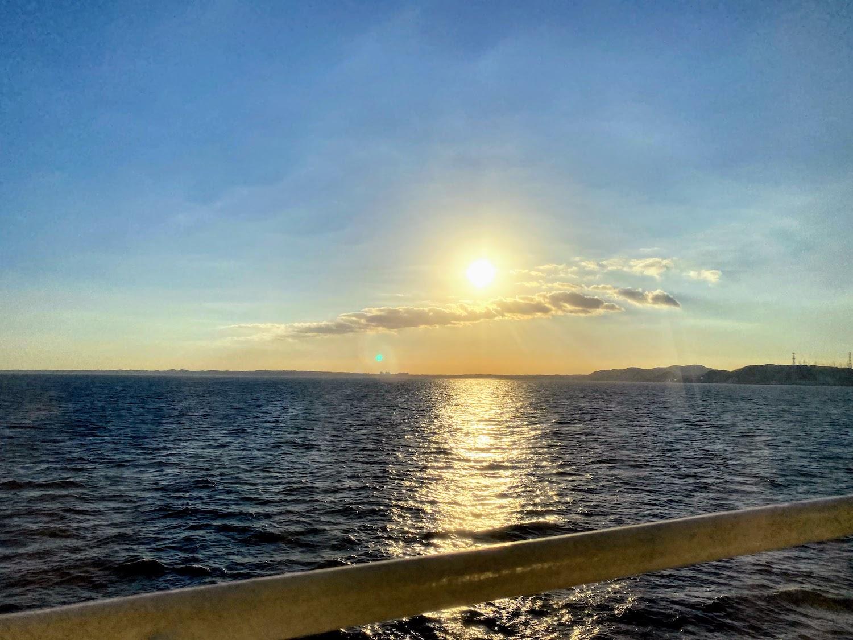 海に溶け込む太陽