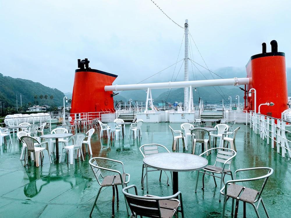 東京湾フェリーの甲板 カフェ